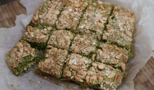 Brownie de chou kale, ricotta, petit épeautre, citron et noix de cajou