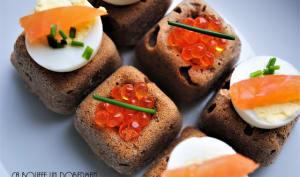 Bouchées apéritives de blé noir, aux oeufs de truite et coeur de truite fumée