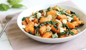 Gnocchis à la patate douce, épinards, sésame et parmesan
