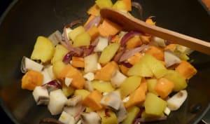 Wok de patates douces, pommes de terre et igname