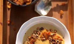 Velouté de maïs, pétales de maïs et graines de tournesol caramélisées