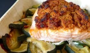 Saumon en croûte de pain d'épices et courgettes rôties