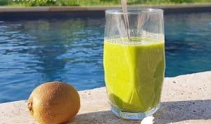 Green smoothie épinard kiwi