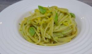 Linguini sauce avocat, basilic, citron et condiment ail noir
