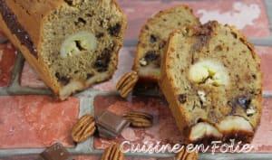 Cake banane, chocolat, noix de pécan et caramel au beurre salé