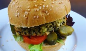 Veggie burger au falafel de haricot blanc, sésame noir et avocat