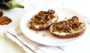 Tartines à l'aubergine, chèvre et miel