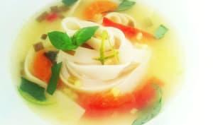 Soupe de nouilles au basilic et au citron