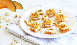 Bouchées au melon, fromage frais et pistache