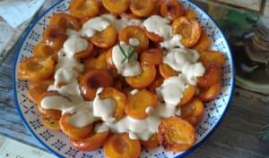 Abricots rôtis nappés de crème parfumée au romarin