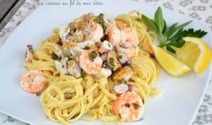 Pâtes linguine aux fruits de mer, câpres, sauge, persil et citron