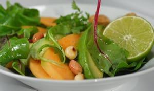 Salade de melon, avocat et cacahuètes grillées