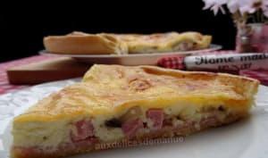 Tarte au bacon, jambon et champignons gratinée à la crème, origan et Leerdammer