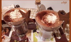 Chocolat chaud et son nuage de chantilly