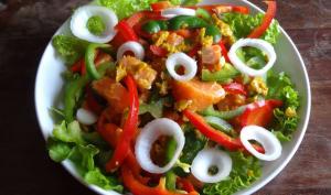 Salade de saumon au curry et huile de coco