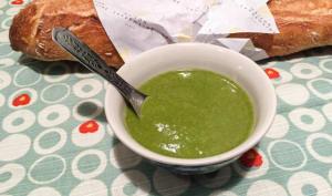 Soupe verte de fanes aux lentilles