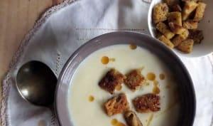 Crème de chou-fleur, Beaufort et croûtons à la moutarde