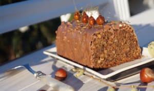 Cake aux noisettes glacé au chocolat