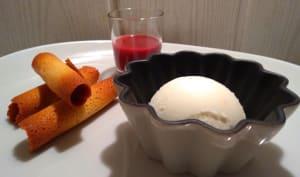 Glace au yaourt et coulis de cerises