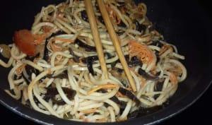Wok de nouilles chinoises aux légumes