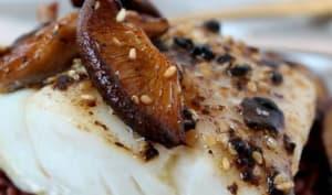Filets de morue à l'ail noir, sésame et shiitaké