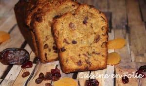 Cake aux dattes, abricots et raisins