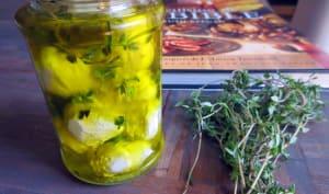 Boules de fromage de brebis à l'huile d'olive
