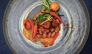 Agneau au miel et jus réduit, borlottis et jeunes carottes