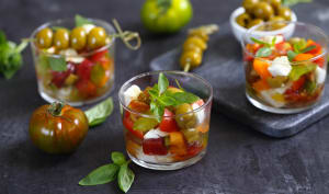 Tartare de tomates anciennes, mozzarella, olives ail et persil