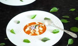 Gaspacho poivron rouge grillé au basilic