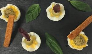 Œufs durs, tapenade, biscottes maison et olives vertes