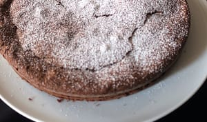 Gâteau au chocolat noir et purée d'amande