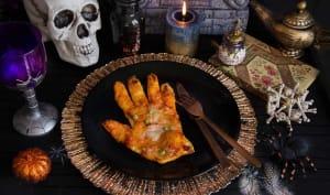 Pizza en forme de mains sanglantes