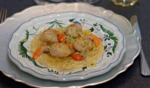 Coquilles St Jacques, compotée d'endives au curry