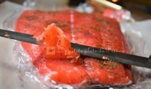 Saumon Gravlax au jus de betterave rouge et vodka