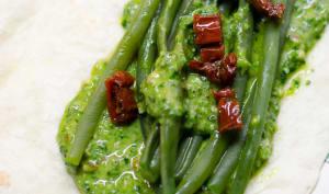 Wrap d'haricots verts au pesto d'épinards et aux tomates séchées