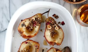 Poires infusées à la cardamome et granola de quinoa