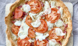 Tarte oignons, tomates, lardons et mozzarella