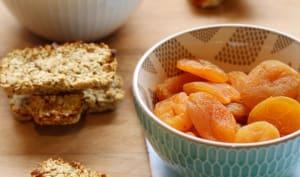 Barres de céréales aux flocons d'avoine et abricots secs
