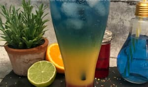 Cocktail à étages arc-en-ciel