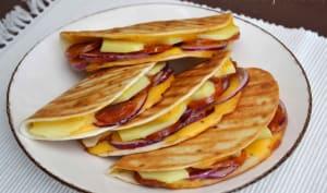 Quesadillas au chorizo, pommes de terre et cheddar