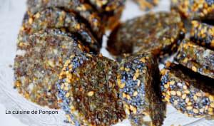 Barre énergétique aux dattes, figues séchées, noix de cajou, amandes et spiruline