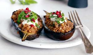 Aubergines farcies au quinoa et sauce yaourt à la menthe