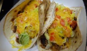 Tacos gratinés au boeuf, haricots à la tomate , maïs et cheddar