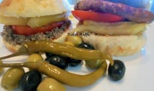Hamburgers merguez oeufs brouillés et viande hachée