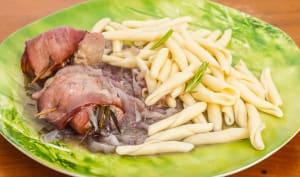 Filet de porc au bacon, poêlée d'oignons rouges