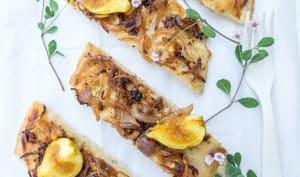 Pizza blanche aux figues et oignons caramélisés
