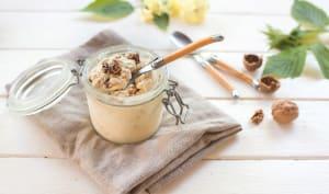 Glace au yaourt de brebis, miel et noix caramélisées