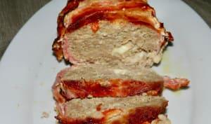 Pain de viande fourré à la mozzarella enrobé de lard