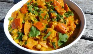Curry de potimarron aux pois chiches, épinards et lait de coco